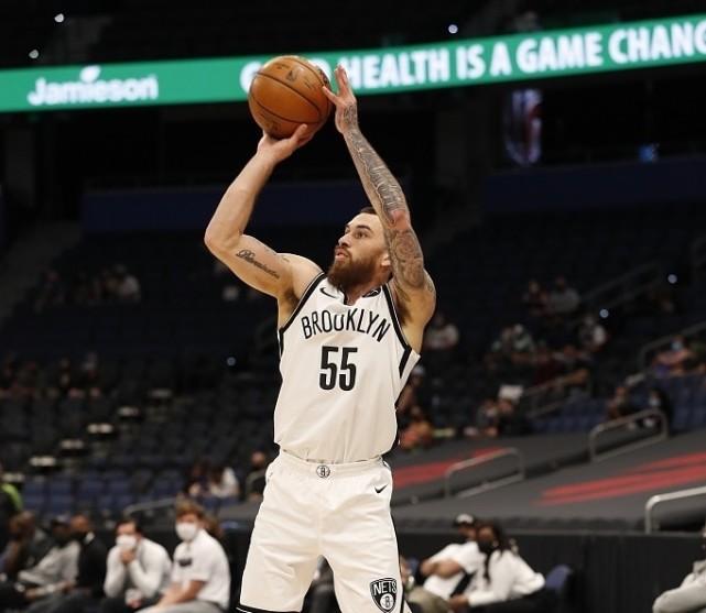 NBA豪强留下迈克-詹姆斯,17人大名单出炉