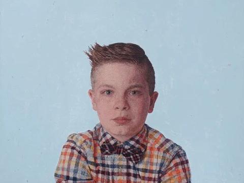 他用针线刺绣超写实肖像,由于太过逼真,需要上手摸一下才敢信