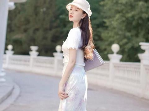 衬衫别再搭配裤子了,试试A字短裙、缎面裙,优雅高级美出新高度