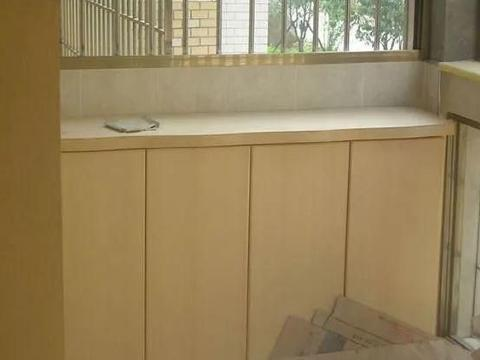 阳台上最好别做柜子,别因收纳空间小就设计,好看不好用