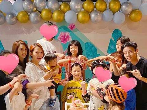 蔡少芬张晋为大女儿庆生,一家五口同框,温馨幸福