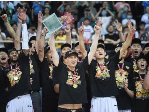 CBA下赛季只有一队能抗衡广东队,辽宁、新疆、北京都靠边站