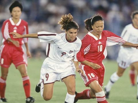 刘爱玲点评本届中国女足:奥预赛拼尽全力,技战术还有欠缺