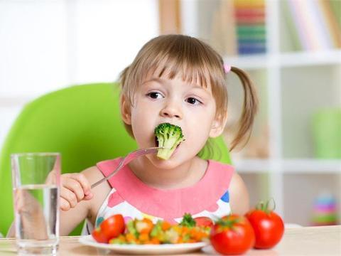 两岁孩子不听话,多半是自我意识觉醒,家长们不妨少责骂多引导