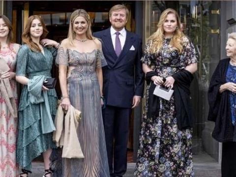 荷兰国王送马克西玛的首饰,王后与一袭蓝色礼服相配,简直美呆了