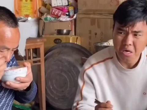 父母为了多吃鸡肉告诉儿子吃鸡肉的讲究,结果把儿子气的跑了