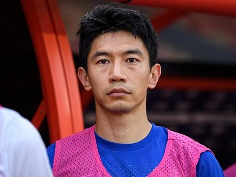 青岛媒体:朱挺停赛对青岛队影响不大,多名球员可客串边后卫