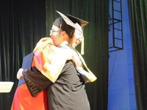 """学生毕业论文""""花式致谢"""",两人致谢同一女友,导师:信息量太大"""