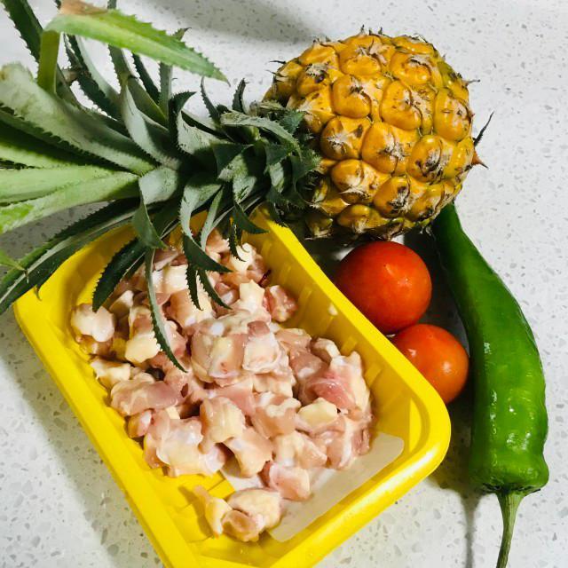 菠萝炒鸭心掌,菠萝酸甜,鸭心掌脆口,一起搭配超级美味