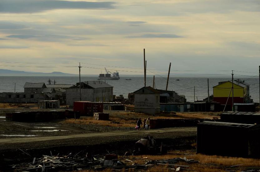 """俄罗斯北部的幽灵小镇:北极熊比人多、苏联最后的""""里程碑"""""""