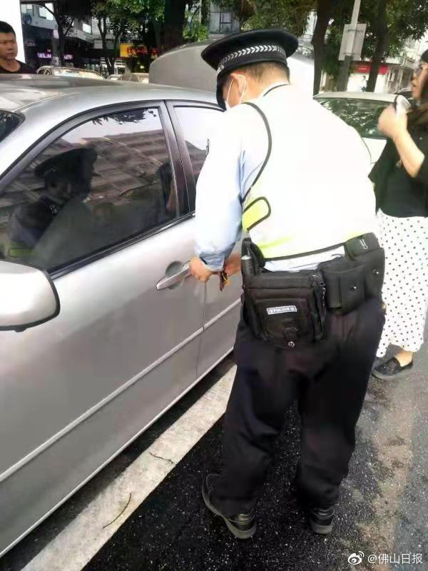 车钥匙损坏致男童被困车内半小时,幸亏有他们……
