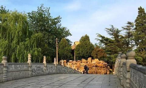 古城保定这处靓丽的街边公园,安静的美丽了几千年!