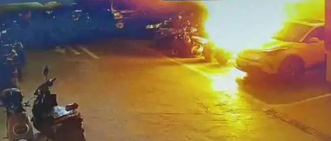 惊悚!南宁一小区地下停车场,电动车深夜猛烈燃烧,疑因……