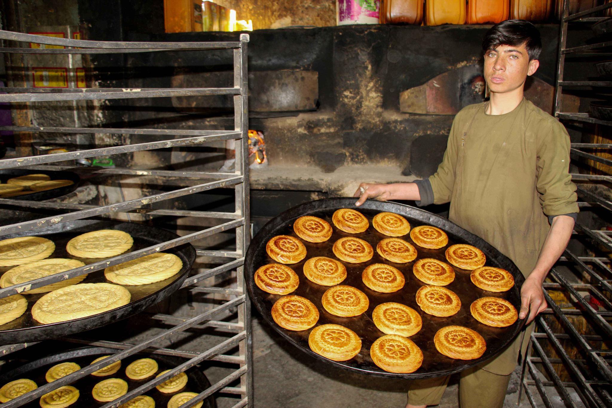 阿富汗:制作传统甜点迎接开斋节