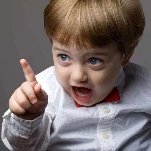 6岁男孩在幼儿园被孤立,老师说他自作自受?看完才觉得老师没说错!