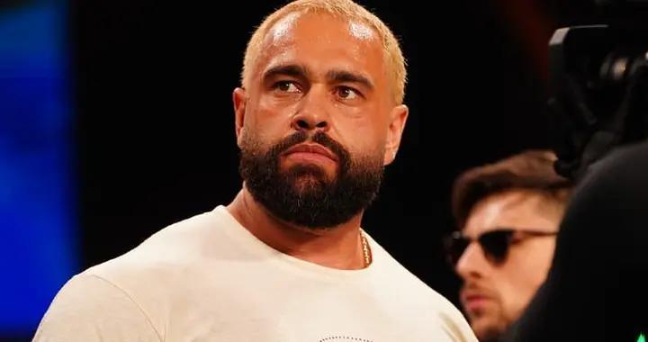 鲁大师终于斩获了AEW职业生涯中首条冠军头衔