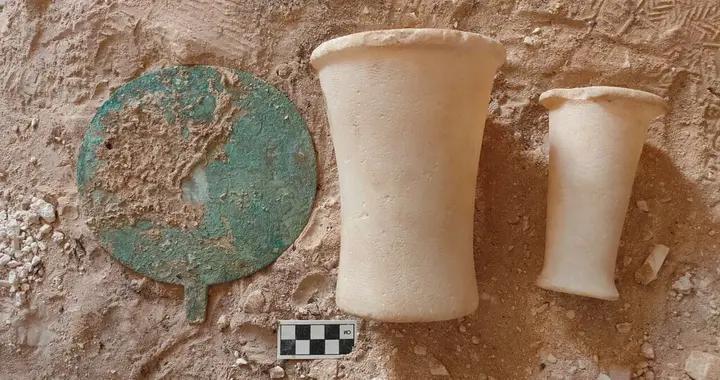 埃及索哈杰省出土约250个岩石墓葬 距今历史悠久