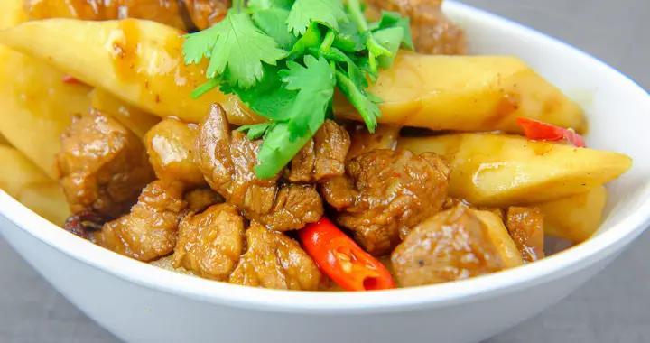 厨师长分享山药肉丁的做法,汤汁入味,山药清脆,就着大米饭真香
