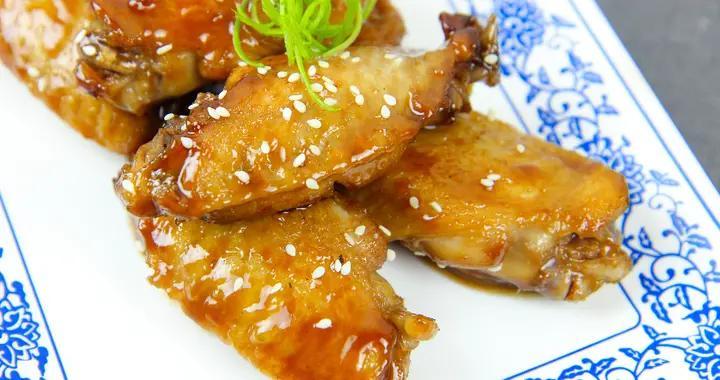 """厨师长分享""""可乐鸡翅""""的做法,香浓滑嫩,软烂脱骨,好吃不油腻"""