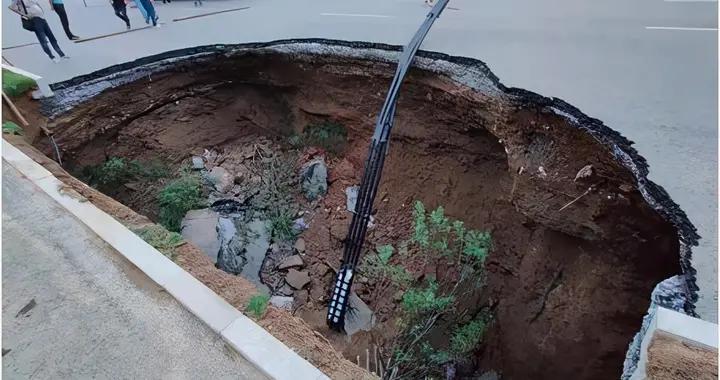 西安雁翔路道路塌陷,被救出的女子已无生命体征