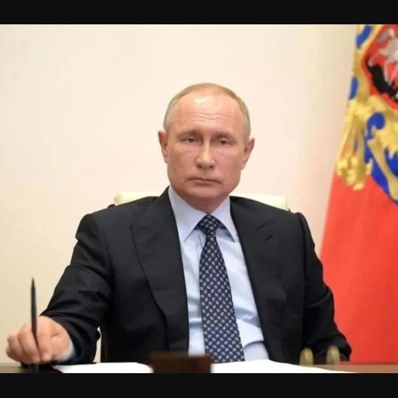 拜登示好俄罗斯,普京根本不领情,驱逐美外交官