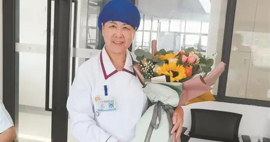 坚守初心 不负韶华 晋江首位拥有40年护龄的护士退休