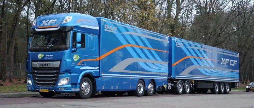 两节车厢最长达32米,荷兰正流行,带您见识一款特别的达夫XF牵引车
