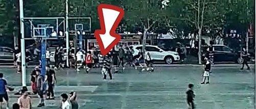"""大学生打篮球撞倒老人被索赔5万!法院判""""免责""""的原因是……"""