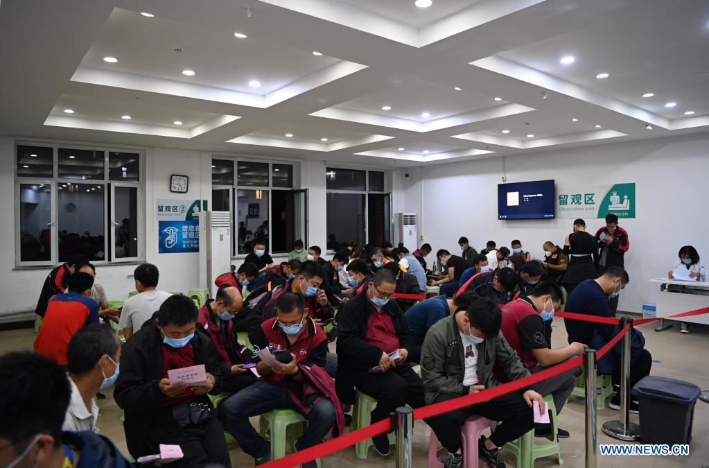Couriers who get administered against COVID-19 stay under observation at a vaccination site in Nankai District, north China's Tianjin, May 12, 2021. A temporary vaccination site was launched to administer the second dose of COVID-19 vaccine for more than 1,000 deliverymen at Hongqi South Road of Nankai District, north China's Tianjin. The vaccination was arranged at night, in order not to affect the couriers' delivery work during the daytime. (Xinhua/Li Ran)