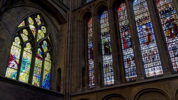 """""""上帝的灯笼"""" 梅兹大教堂安装新的彩色玻璃窗庆祝其建立 800 周年"""