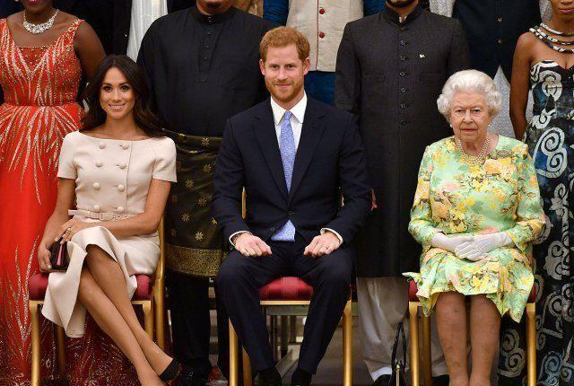 梅根言行前后矛盾,网友质问,到底要不要王室头衔,做个决定吧!