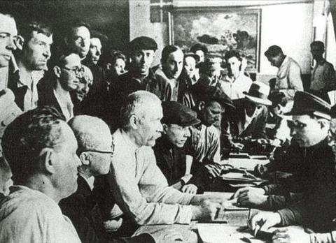 苏德战争初期苏军因不适应新型战术且机动性能不足故需要大量兵员