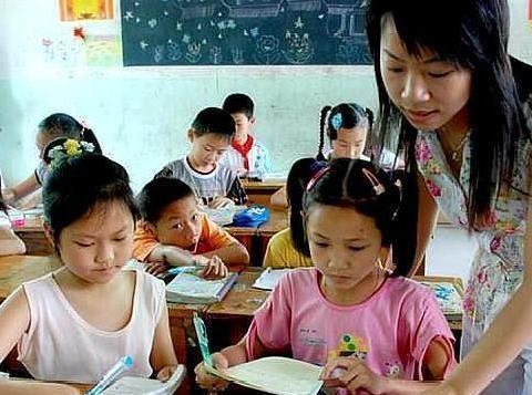 """改成""""8小时""""工作制,取消教师带薪寒暑假,老师:正期盼中"""