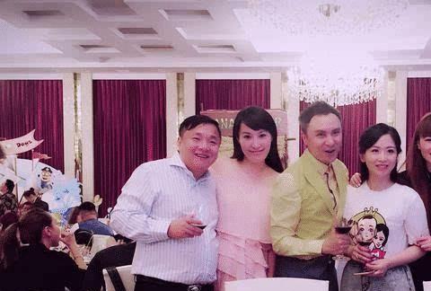 33岁的刘菲近况曝光,嫁大10岁围棋教练,如今参加富豪寿宴被处罚