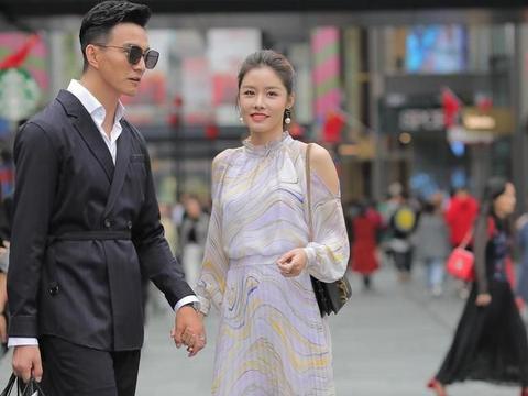 优雅性感的连衣裙搭配高跟鞋,衬托身材,彰显气质