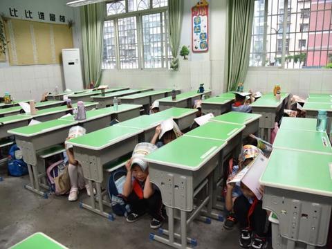 南充市江东实验小学举行防震演练 聚焦校园安全