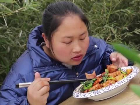 胖妹自制麻辣香锅解馋,吃得直冒汉真是太痛快了