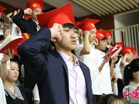 """见证成都龙泉中学学子的""""成人""""高光时刻"""