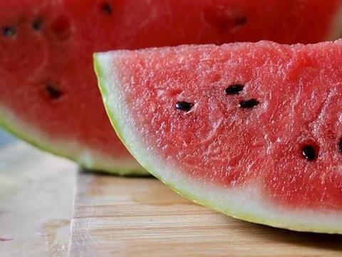 """5种夏日""""减肥""""应季水果,瘦身路上的新选择,好吃不贵更解馋!"""