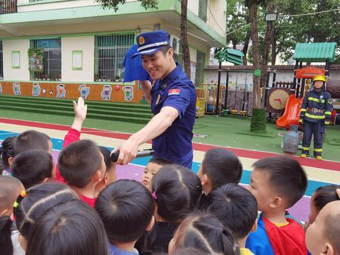 平利县幼儿园:安全演练长技能  防患未然保安全