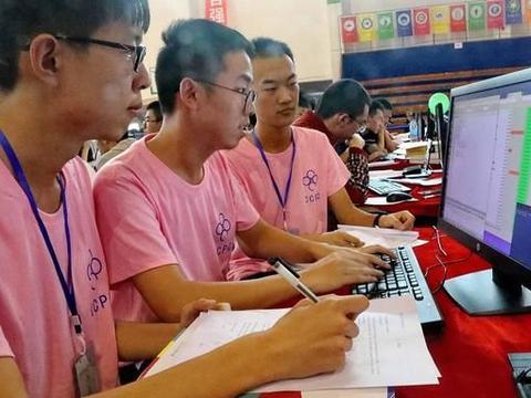 计算机专业大一学生学了一些编程语言,是否该选择一门语言深入