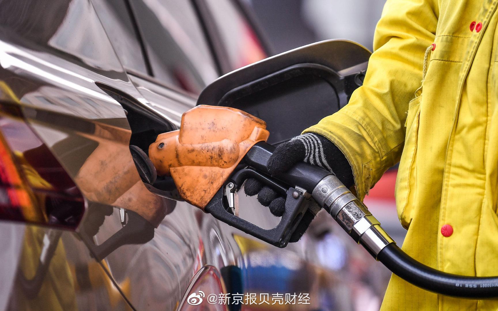 5月14日24时起,国内汽、柴油价格每吨均提高100元
