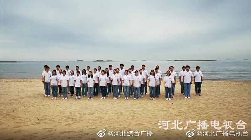 """""""后浪""""与海浪的合唱!燕山大学《岁月征程》MV拍摄工作全部完成"""