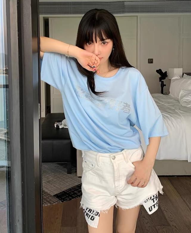 """谈""""不羁""""只服李小璐!看她穿起女团热裤后,暴露圈内最优美腿"""
