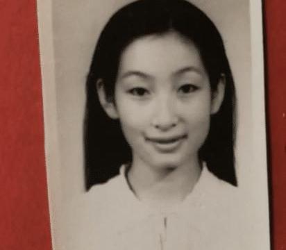 中戏早年学生照流出,个个都是清纯美丽,但依旧美不过她