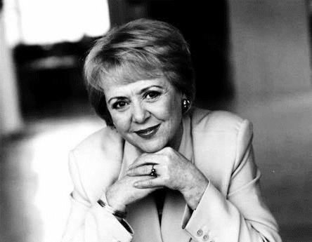 全球首位民选女总统芬博阿多蒂尔是冰岛首位领养孩子的独身女性