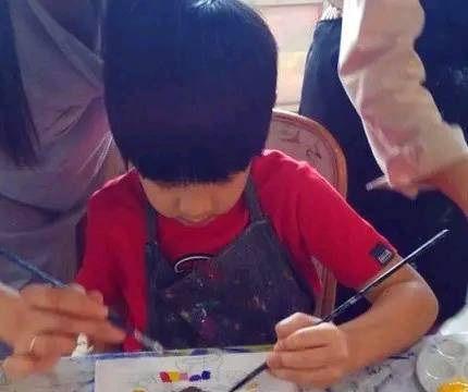 吴尊晒儿子油画作品,8岁Max画功不错,网友:未来抽象派画家
