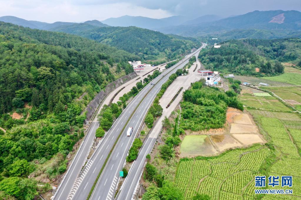 沿着高速看中国丨山海相连情谊深 东西协作谱新篇