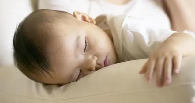 """非要妈妈陪才肯睡?面对孩子的""""隐性饥饿"""",家长要懂得见招拆招"""
