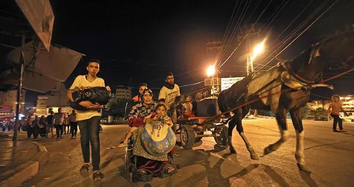 以色列持续轰炸加沙 巴勒斯坦居民连夜逃离